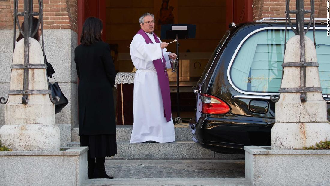 Spagna Coronavirus: funerale alla guida di Madrid