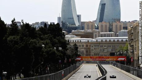 Valtteri Bottas e Sergey Sirotkin sono sulla buona strada durante i test per il Grand Prix di Formula 1 dell'Azerbaigian nel 2018.