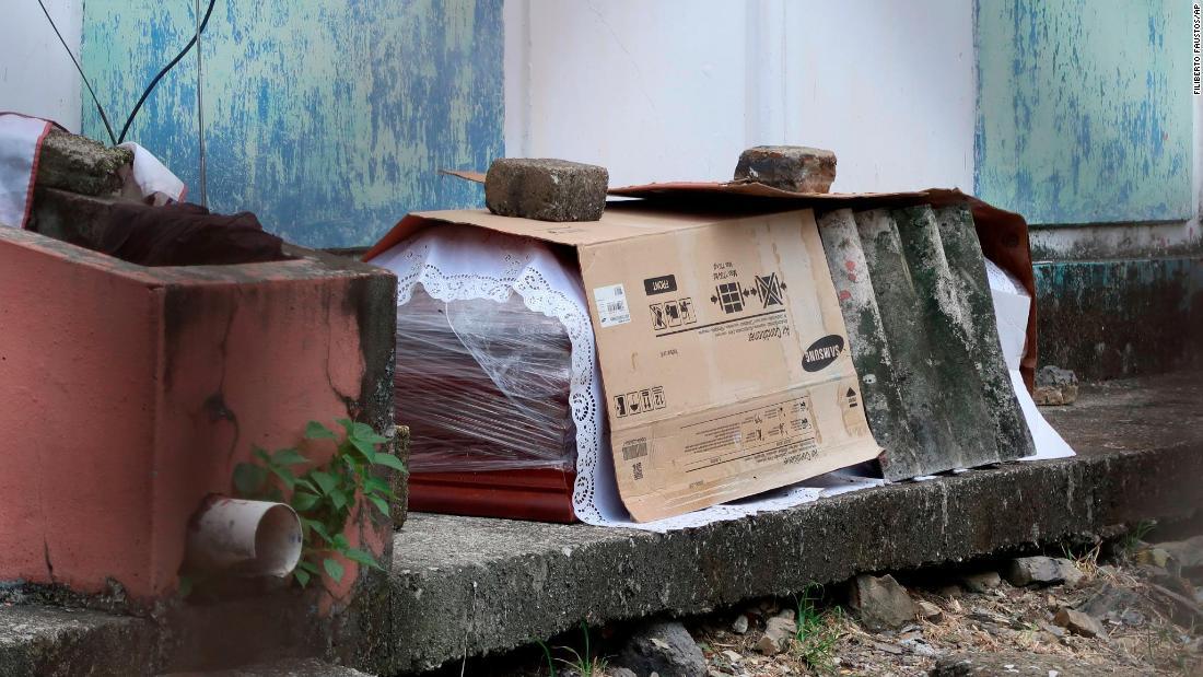 Coronavirus Ecuador: i corpi vengono lasciati nelle strade di una città affollata