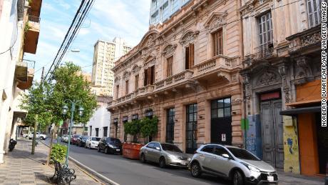 Foto della facciata dell'hotel ad Asuncion dove Ronaldinho e suo fratello saranno messi agli arresti domiciliari.