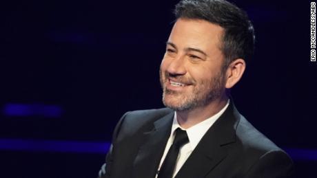 Jimmy Kimmel ospita gli episodi di celebrità del 20 ° anniversario di `` Who Wants to Be a Millionaire. ''