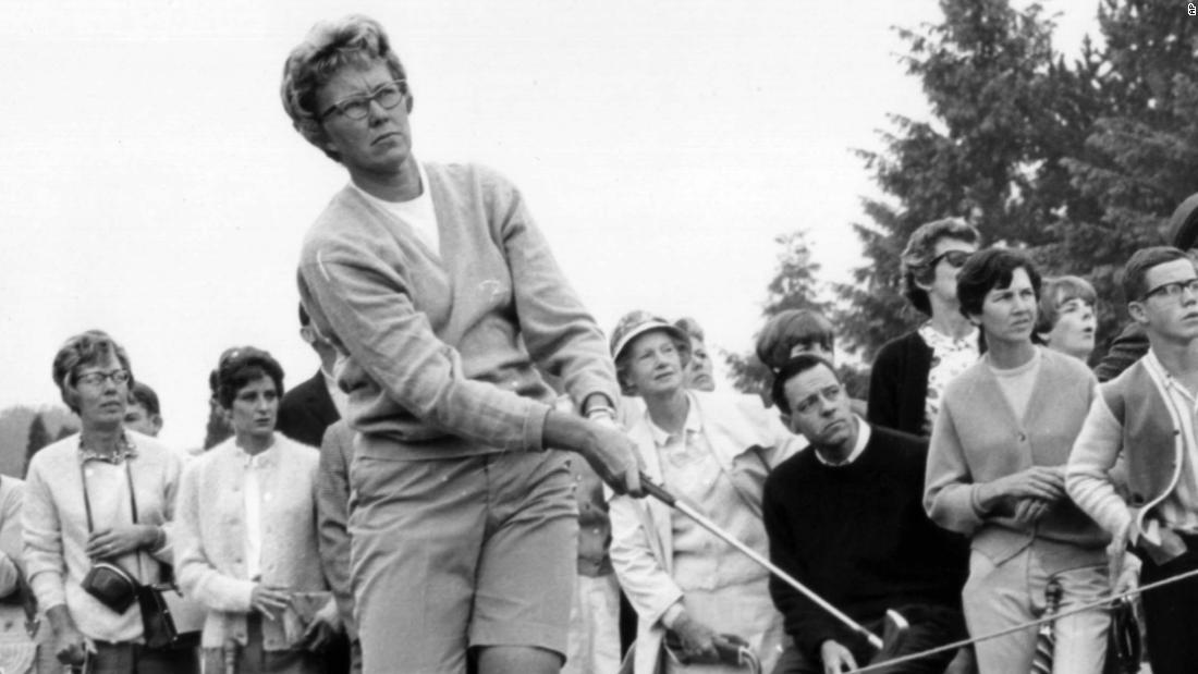 Mickey Wright: la leggenda del golf femminile muore a 85 anni