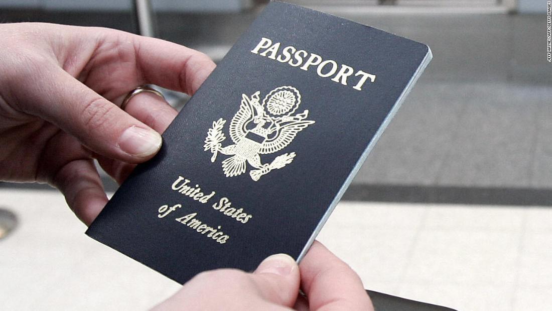 """Gli Stati Uniti non rilasciano un passaporto a meno che non si tratti di un'emergenza familiare """"vita o morte"""""""