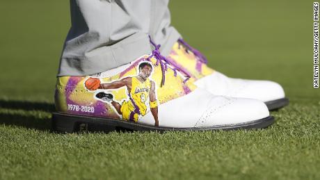 Justin Thomas indossava scarpe personalizzate in onore della star dell'NBA Kobe Bryant.