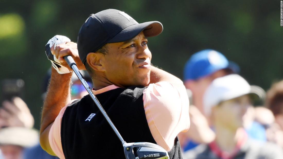 "Tiger Woods colpisce il putt soprannaturale di ""Kobe Bryant"""