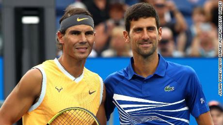 Rafael Nadal dovrà aspettare fino a settembre per difendere il suo titolo nel Roland Garros ma, allo stato attuale, Novak Djokovic può difendere il suo Wimbledon.