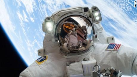 I nostri corpi nello spazio: gravità zero grava pesantemente sulla tua salute