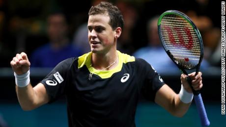 Vasek Pospisil celebra la sua vittoria contro Daniil Medvedev a Roterdam, nei Paesi Bassi, all'inizio di quest'anno.