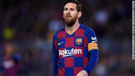 Lionel Messi ha annunciato la sua decisione di aiutare le persone colpite dal virus.