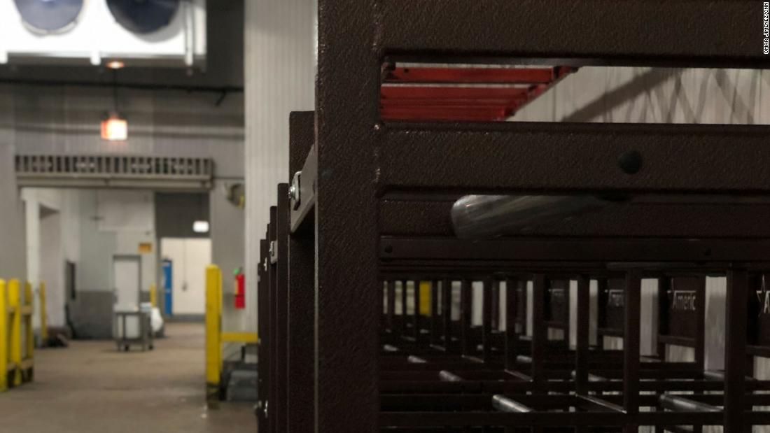 All'interno del magazzino refrigerato per corpi di Chicago