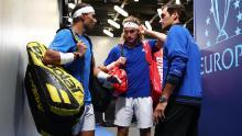 Stefanos Tsitsipas (al centro) era un compagno di squadra di Roger Federer e Rafael Nadal alla Coppa Laver a settembre.