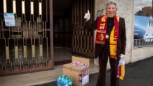 La squadra di calcio italiana offre pacchetti di assistenza ai fan più anziani durante il blocco del coronavirus