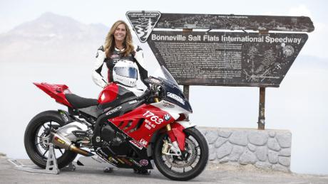 Valerie Thompson alle Bonneville Salt Flats.