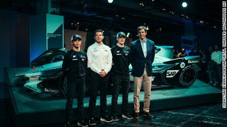 Ian James e Toto Wolff durante il lancio del Mercedes-Benz EQ Formula E Team con i team & # 39; i piloti Nyck de Vries e Stoffel Vandoorne.