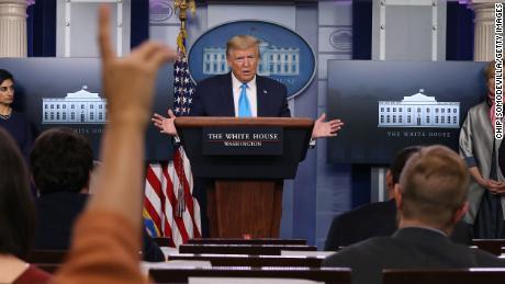 Sondaggio della CNN: l'approvazione di Trump della risposta del coronavirus