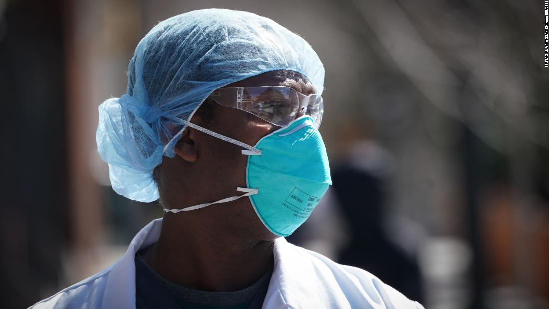 Gli affari dei veterani negano le notizie di carenze di maschere negli ospedali