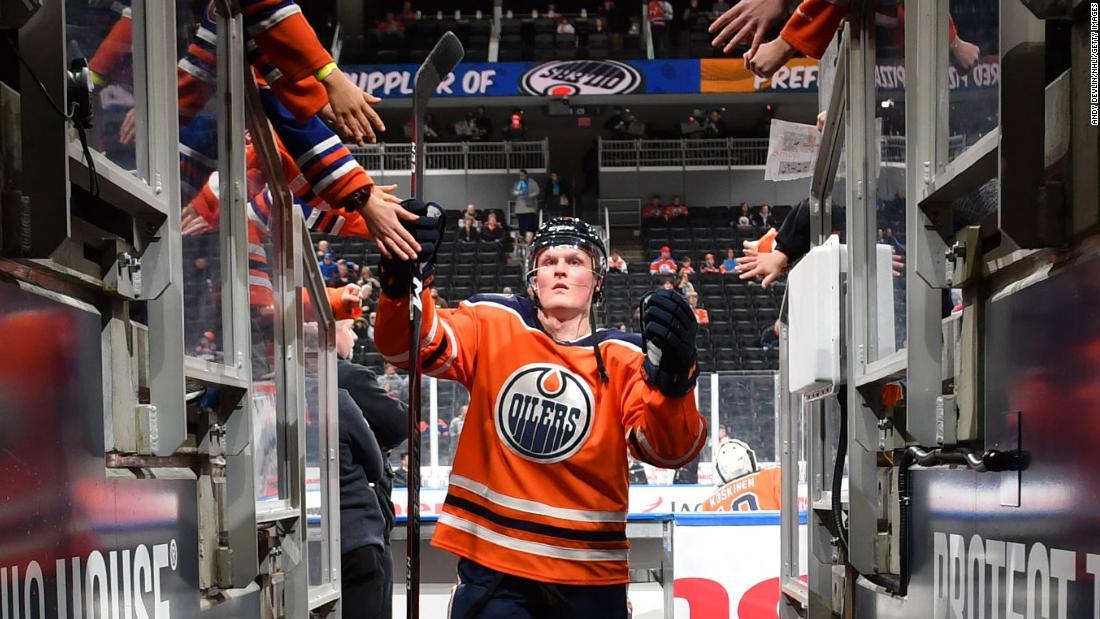 Il centro di Edmonton Oilers muore a Colby Cave a 25 anni