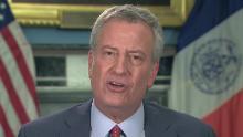 Gli edifici scolastici di New York sono chiusi fino alla fine dell'anno scolastico, afferma il sindaco