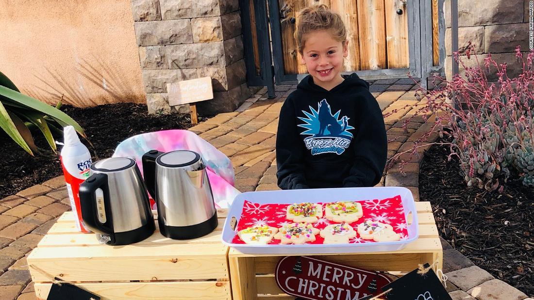 Questo bambino di 5 anni ha rimborsato i saldi di pranzo di 123 studenti vendendo cacao e biscotti