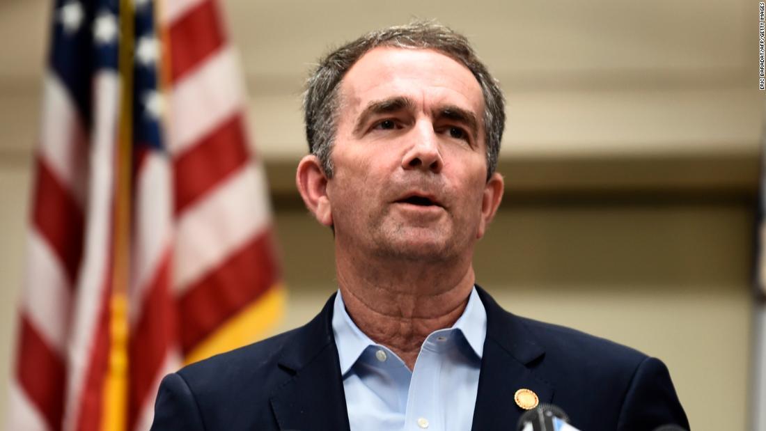 Il Governatore della Virginia fa festa delle elezioni e prolunga le votazioni anticipate