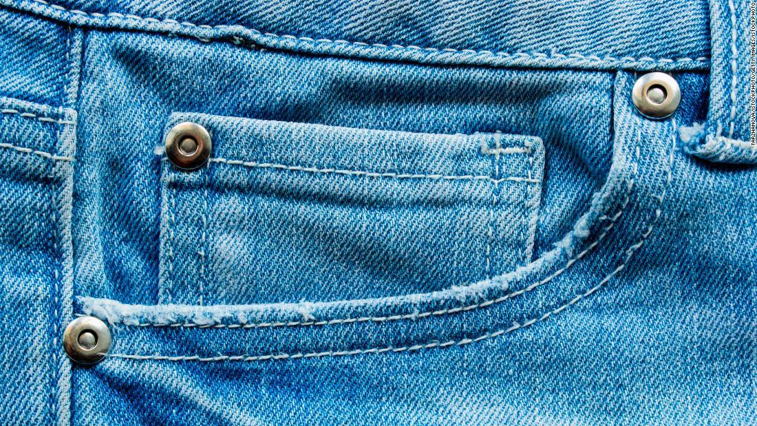 I rivetti sui jeans potrebbero appartenere al passato