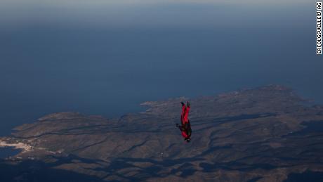 Hauser si dirige dritto per terra su uno dei suoi numerosi salti.