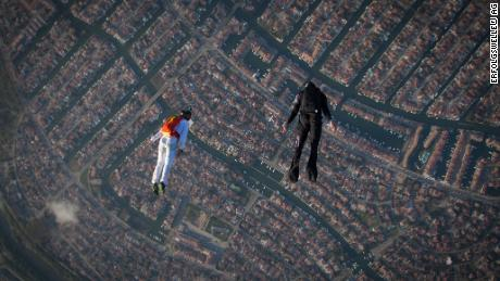 Dopo essere stato costretto a trasferirsi in Australia per il salto, Hauser credeva che le sue possibilità di saltare nel jet stream fossero