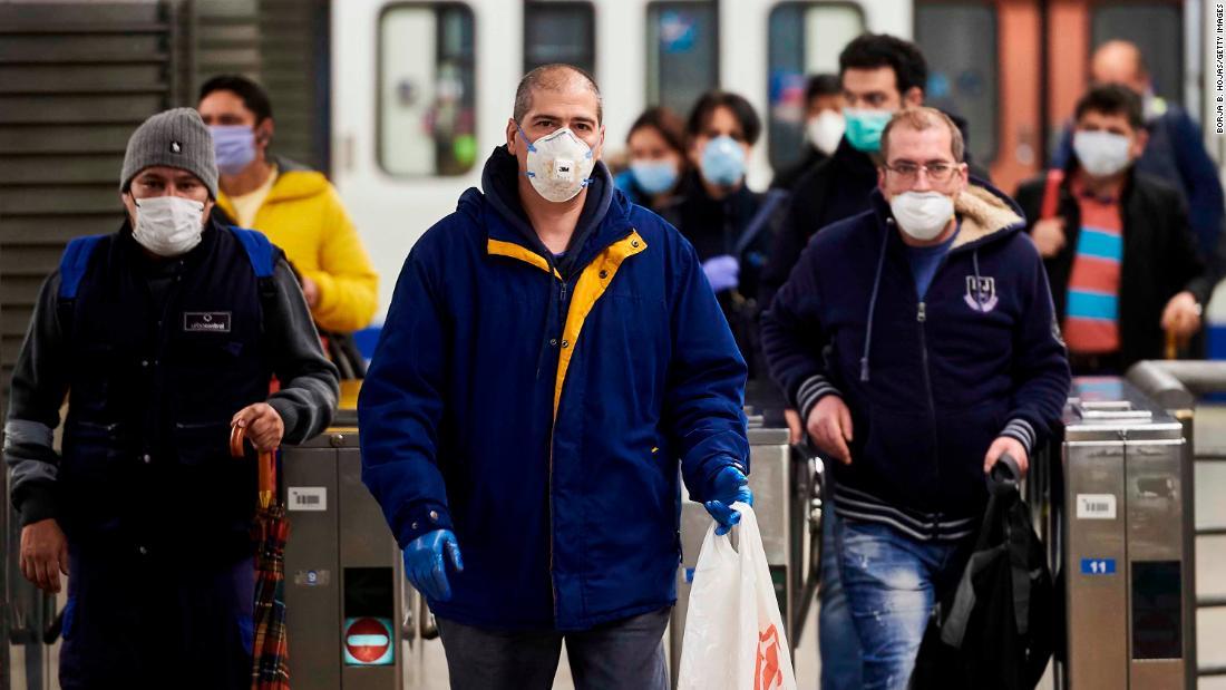 Centinaia di migliaia tornano al lavoro mentre la Spagna rilassa il blocco del coronavirus