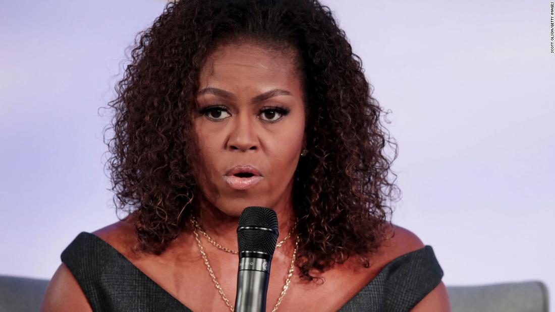 Il gruppo di registrazione degli elettori di Michelle Obama sostiene la campagna elettorale per posta
