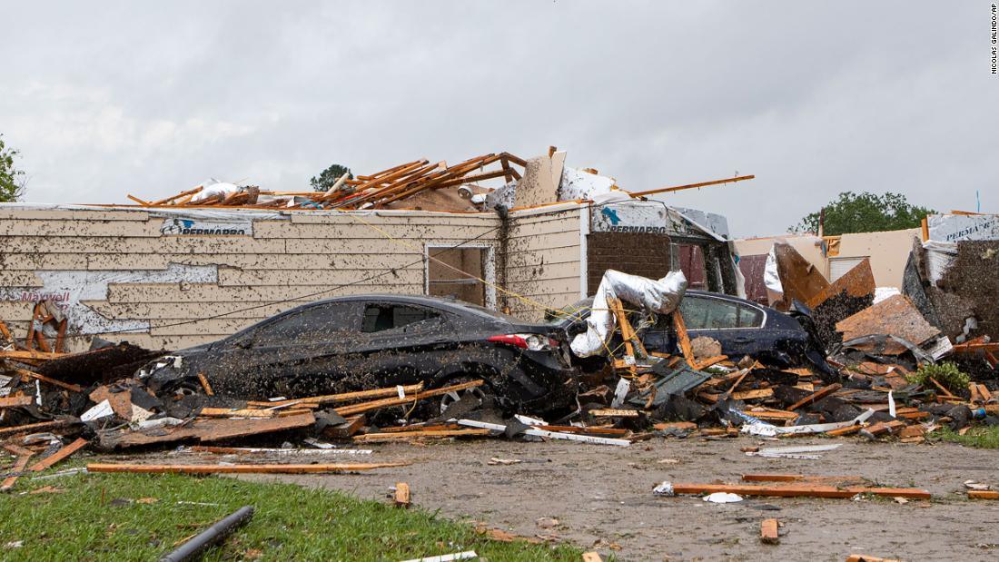 La pandemia di coronavirus aggrava il disastro del tornado sud-orientale