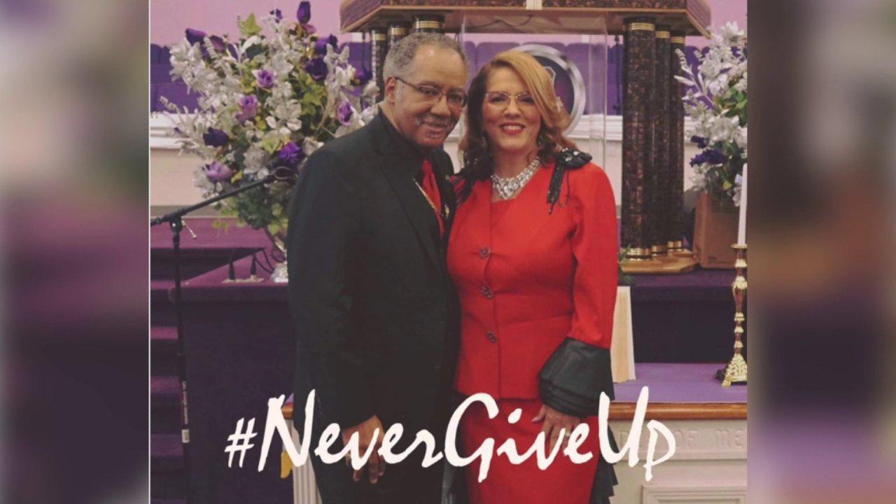 Vescovo G.O. Glenn e madre Marcietia Glenn