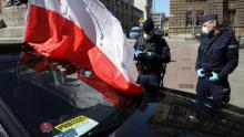 Il 7 aprile, gli imprenditori partecipano a una manifestazione automobilistica per chiedere sostegno economico agli imprenditori a Cracovia, in Polonia.