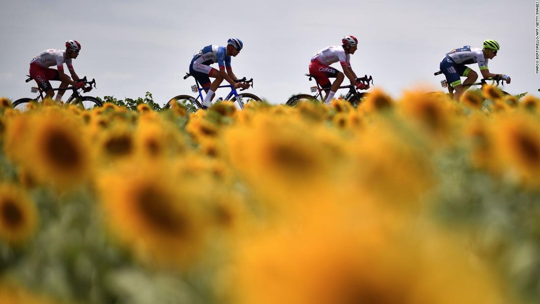 Il Tour de France ha ritardato fino ad agosto nel contesto di una pandemia di coronavirus