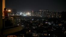 L'India osserva la veglia nazionale a lume di candela come segno di solidarietà nella lotta contro il coronavirus