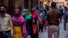 I medici dicono che l'India deve prepararsi per un & # 39; assalto & # 39; come uno dei più grandi bassifondi in Asia riporta la prima morte di coronavirus