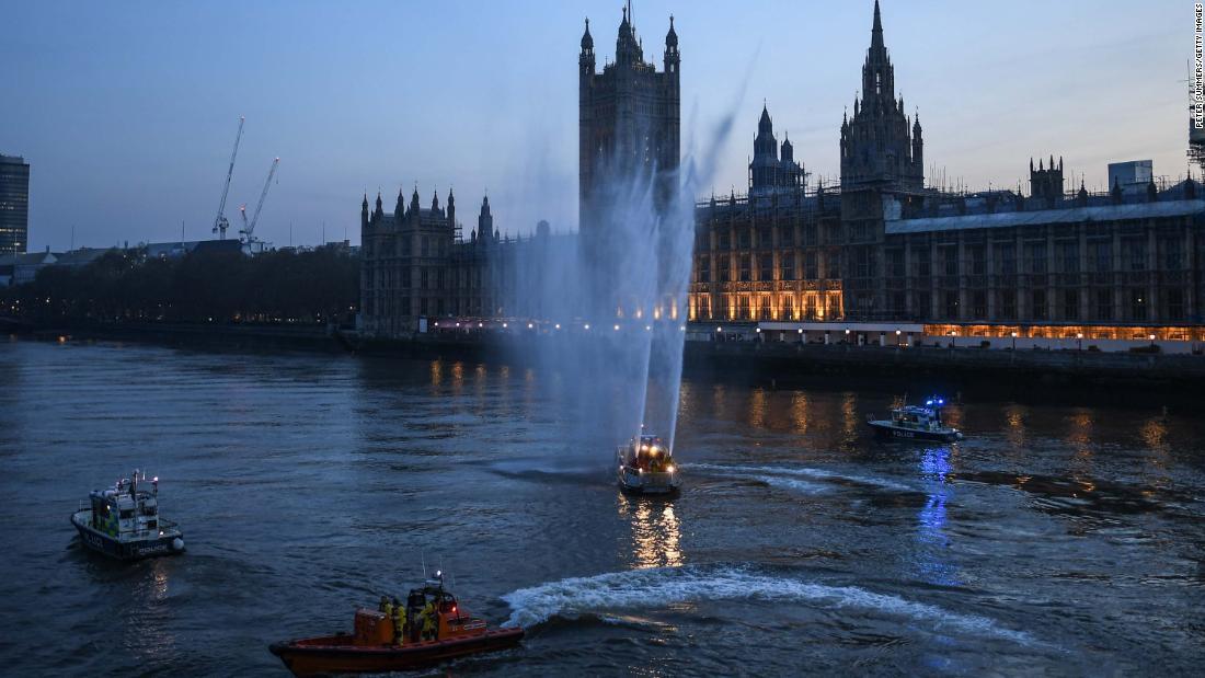 """I politici britannici temono che il """"parlamento virtuale"""" non possa ritenere il governo di Boris Johnson responsabile del coronavirus"""