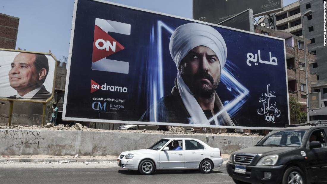 Le soap opera egiziane sfidano un virus mortale in prima serata durante il Ramadan. Ma a quale costo?