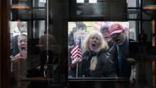 Le proteste sono sorte in tutti gli Stati Uniti per le restrizioni sul soggiorno in casa