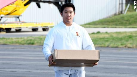 TJ è un rifornitore essenziale per i suoi aerei. Spera di frequentare la US Naval Academy dopo il liceo.