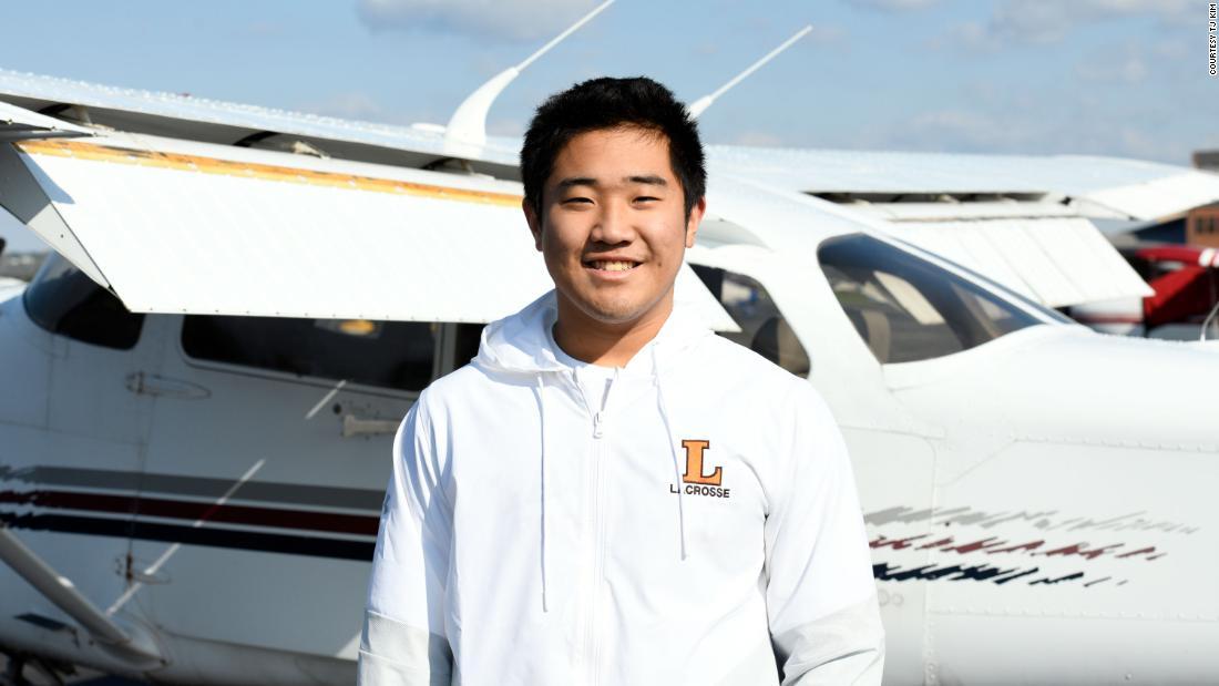 Il pilota studentesco di 16 anni consegna forniture mediche agli ospedali