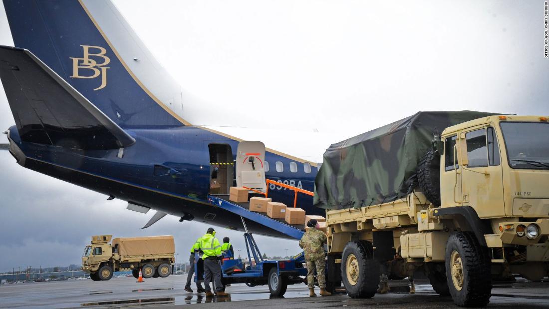 Boeing completa la prima missione di trasporto Covid-19 e porta oltre 500.000 maschere facciali nel New Hampshire