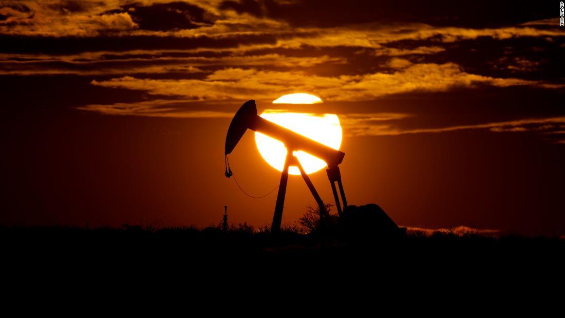 Prezzi del petrolio: i prezzi del petrolio negli Stati Uniti scendono di quasi $ 4 al barile. Le azioni globali sono miste
