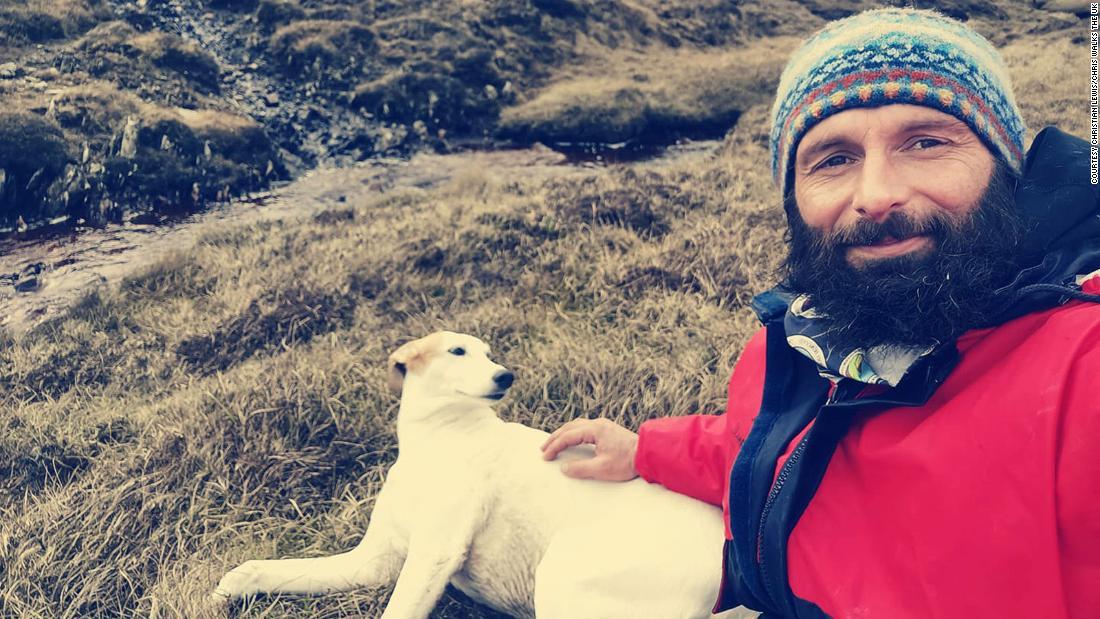 Il camminatore interurbano incagliato da solo su un'isola scozzese