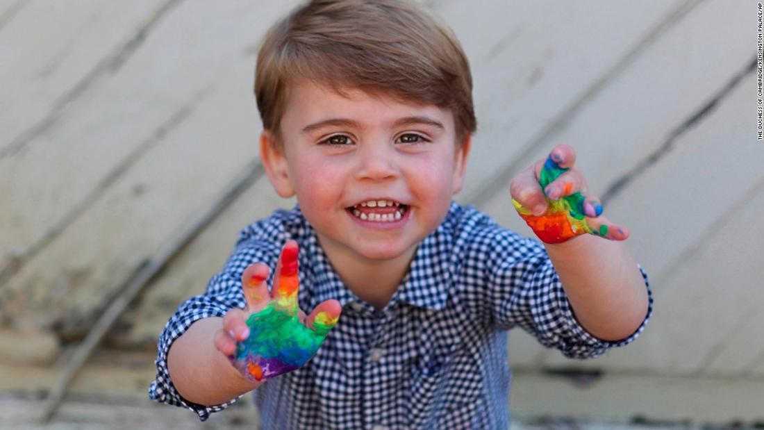 Immagini dell'arcobaleno del Principe Luigi rilasciate per celebrare il suo secondo compleanno
