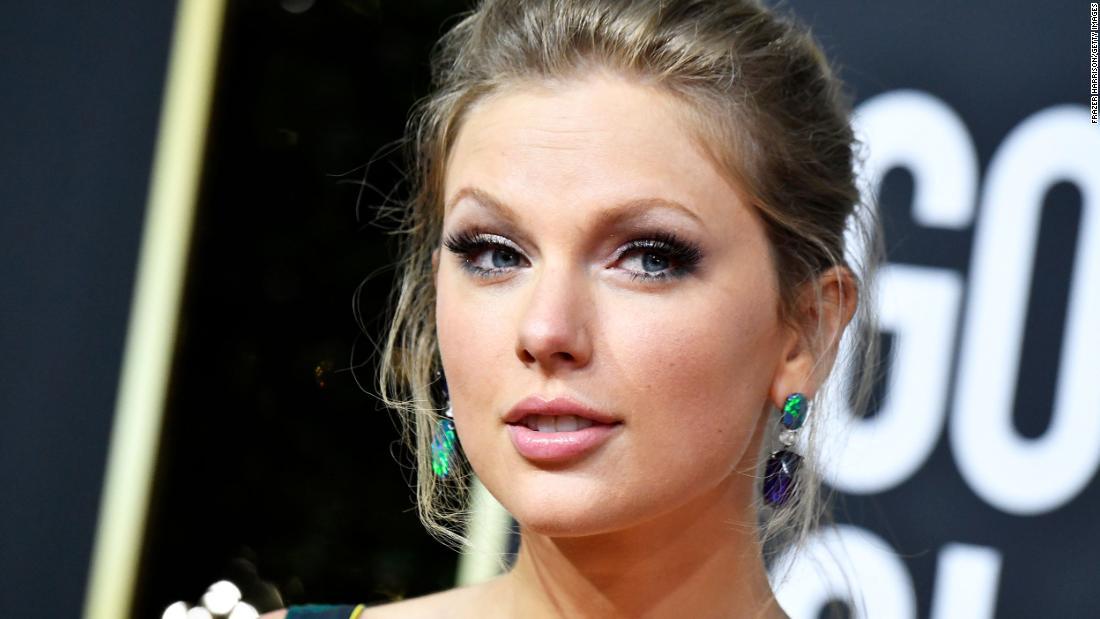 Taylor Swift sorprende un'infermiera in onore del suo lavoro