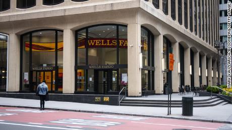Le grandi banche sono state accusate di favorire prestiti più redditizi per le piccole imprese nell'ambito del programma coronavirus