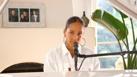 Alicia Keys collabora con la CNN per creare elementi visivi del `` buon lavoro '', una canzone che celebra gli eroi di COVID-19