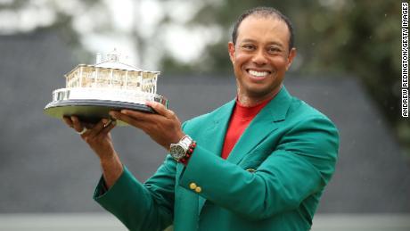 Tiger Woods sigilla il quinto titolo e il quindicesimo maggiore