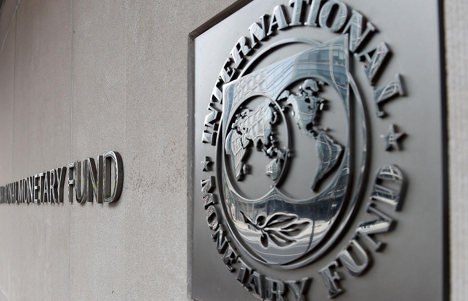 Una vista esterna dell'edificio del FMI a Washington visto il 27 marzo 2020.
