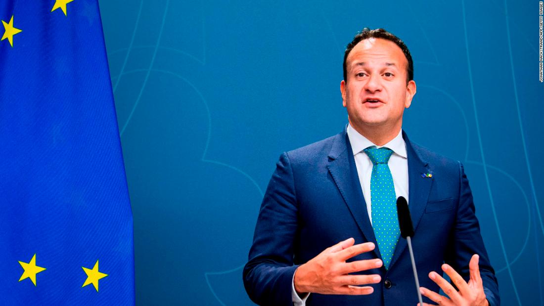 Il primo ministro irlandese Leo Varadkar inizierà a lavorare come medico durante la pandemia